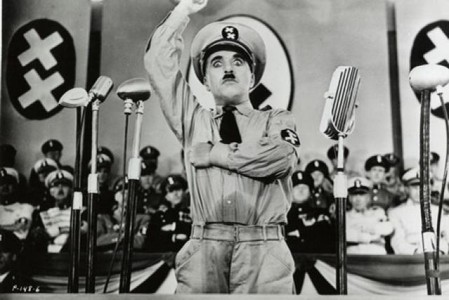 """Во время съемок фильма """"Великий диктатор"""" Чаплина предупреждали, что у фильма будут неприятности с цензурой. Чаплина просили отказаться от производства фильма, уверяя, что он никогда не будет показан ни в Англии, ни в США чтобы не навредить нейтральным отношениям между США и Германией."""