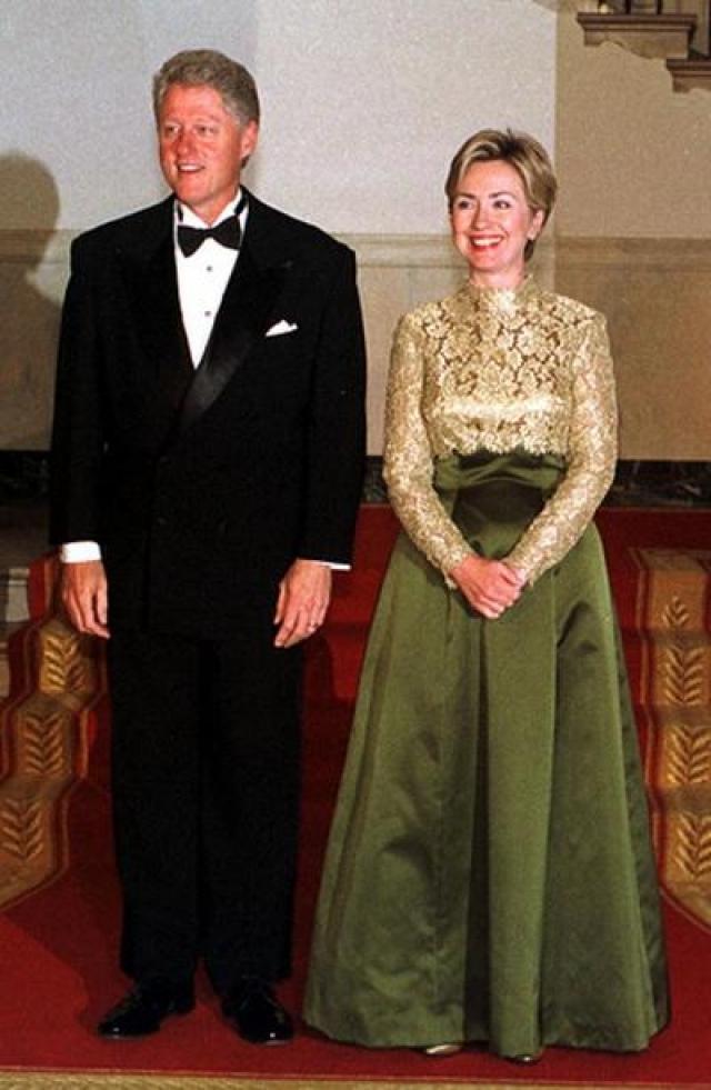 В 1975 году Хиллари и Билл становятся супругами и начинают совместный путь к конечной точке - президентскому креслу. В 1993 году Билл Клинтон становится 42-м президентом Соединенных Штатов, а Хиллари - первой леди.