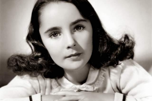 """Элизабет Тейлор, 61 год карьеры. Англо-американская актриса, """"королева Голливуда"""" во время его наибольшего успеха. """"Оскар"""" она получала трижды (два раза за лучшую женскую роль, один — специальный)."""