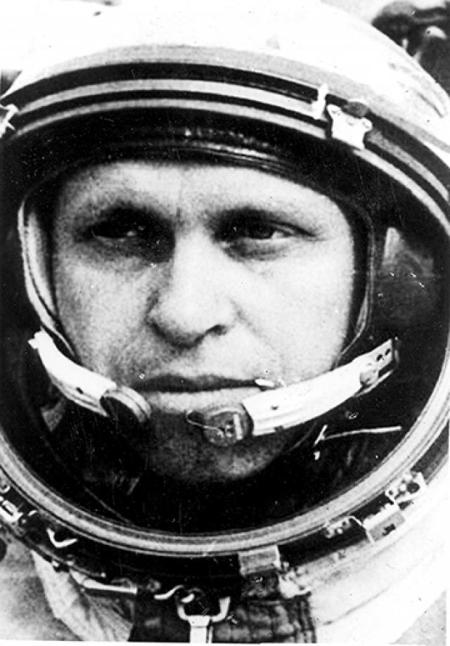 """На удивление кандидат на совершение такого подвига нашелся. Слетать к Марсу в одиночку на уже испытанном тогда лунном орбитальном корабле """"Союз 7К-Л1"""" вызвался так и не слетавший в космос кандидат в космонавты – Михаил Николаевич Бурдаев."""