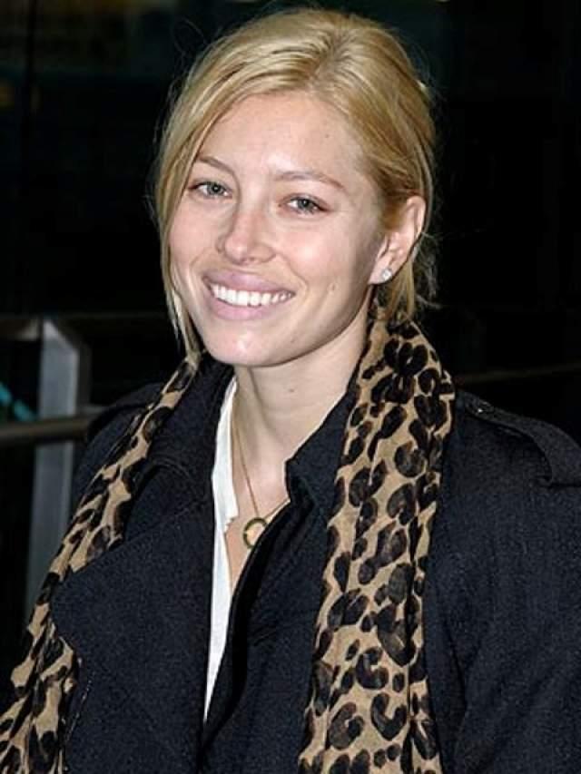 А вот платиновой блондинкой она стала впервые в 2008 году.