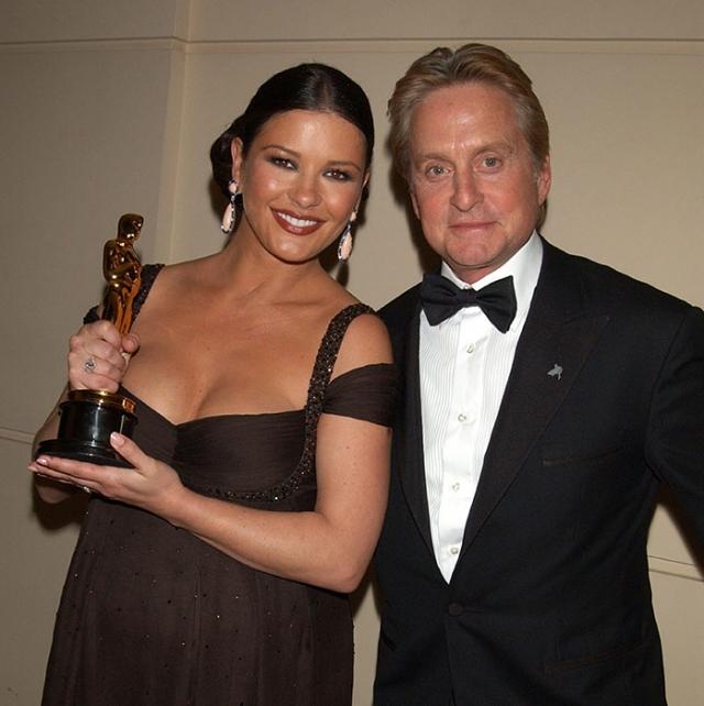 Майкл Дуглас. Актер женился на Кэтрин Зэте Джонс еще в далеком 2000 году.
