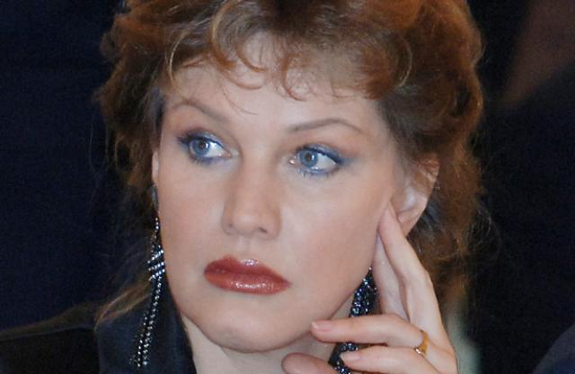 Во втором браке с Александром Дерябиным Проклова родила двойню, но дети умерли. А следующая беременность закончилась выкидышем. Елена думала, что таким образом проявляется наказание за грех детоубийства.