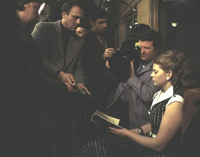 Примечательно, что Меньшов вначале не поверил в то, что его картина номинирована на главную кинопремию мира. А когда слухи подтвердились, режиссер засобирался за океан на церемонию награждения, - но его не выпустили из страны. Вместо режиссера приз получал атташе по культуре посольства СССР в США.
