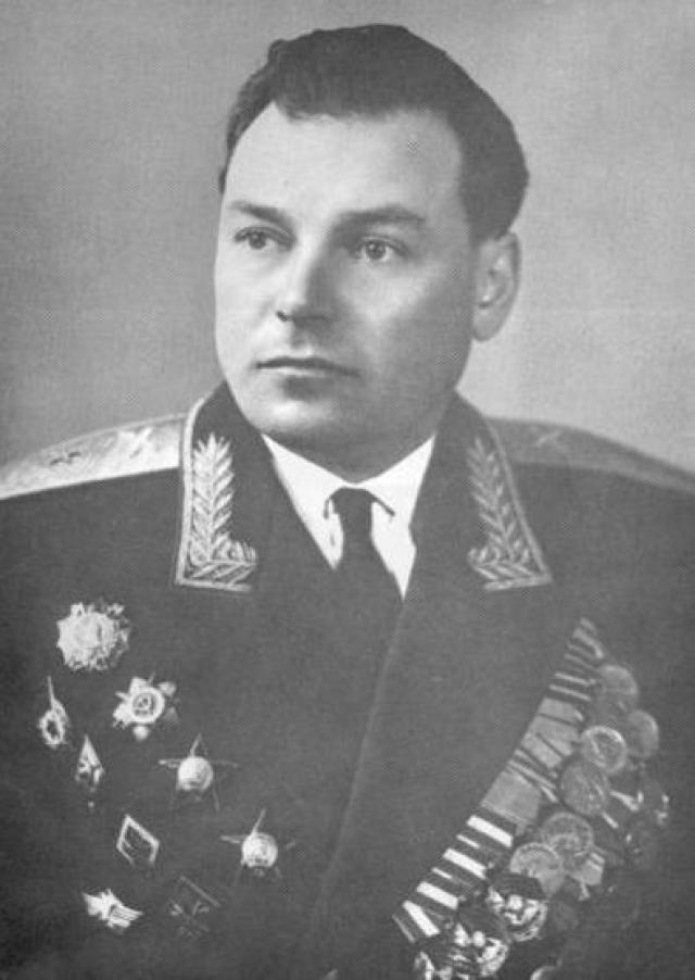 В отставку вышел в 1981 году в звании генерал-майора артиллерии.