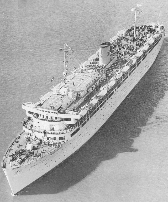 С другой стороны, судно не было помечено опознающим знаком красного креста, его корпус был закамуфлирован. Лайнер перевозил боеприпасы и военнослужащих не для мирных целей, и именно поэтому был военной целью.