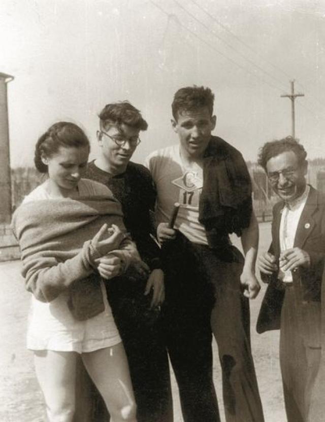 Со школьных лет Ельцин всегда занимался спортом: был чемпионом города среди школьников по нескольким видам спорта и чемпионом области по волейболу.