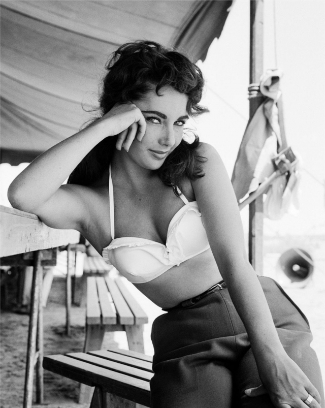 Элизабет Тейлор. В 2009 году актриса поведала о происшествии, которое ей пришлось пережить в 50-х. Тогда врачи успели даже объявить о ее смерти.