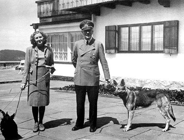 В 1935 году Гитлер купил ей дом в мюнхенском квартале Богенхаузене, где она и жила со своей младшей сестрой Гретель до 1936 года, когда он забрал ее к себе в качестве личной секретарши.