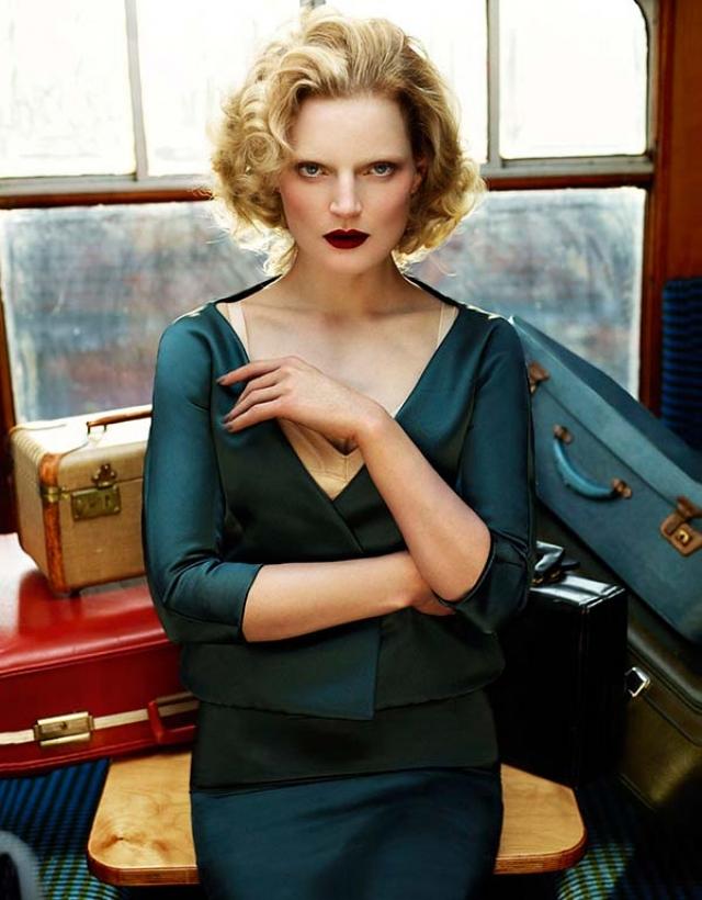 Жиневье Ван Синус. Американская модель сотрудничает с такими компаниями как Prada, Versace, Jil Sander, Chanel, Kenzo, Missoni и другие.
