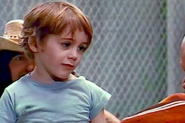 """Роберт Дауни (младший) Роберт Дауни родился в звездной семье, потомунеудивительно, что еще ребенком он сыграл свою первую роль в одном из фильмов отца - """"Загон""""."""
