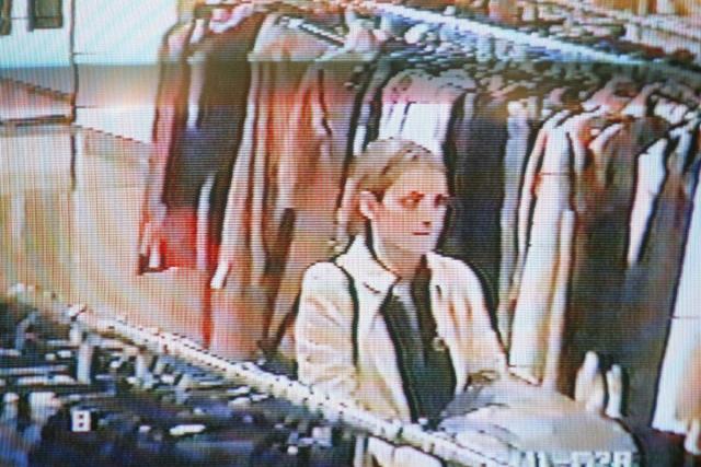 Голливудская звезда была несколько раз задержана полицией за воровство, причем ее вина была неоспорима благодаря видеозаписи с камеры наблюдения в магазине.