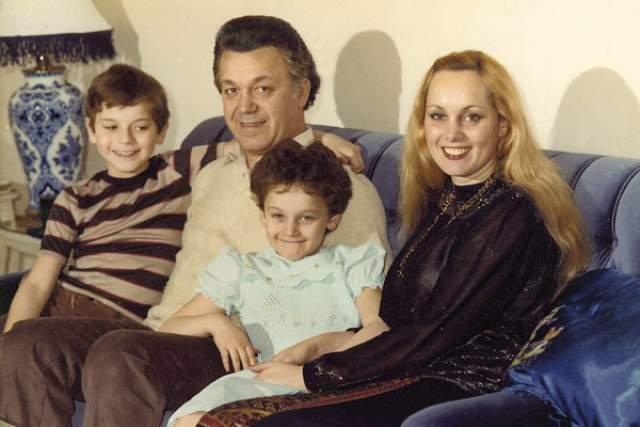 Иосиф и Нелли Кобзон с детьми, 1983 год
