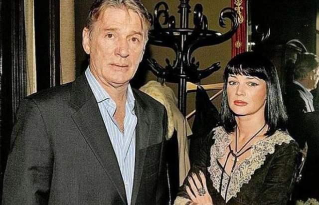 После смерти супруга Юлия решила полностью посвятить себя дочери, о новом замужестве женщина пока не задумывается.