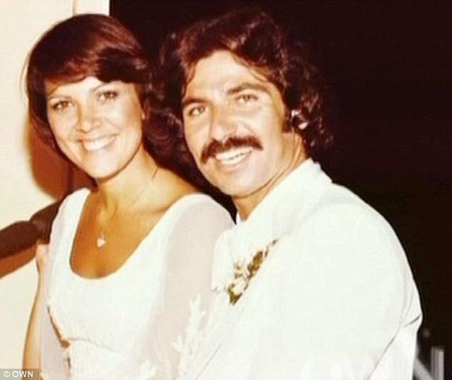 Но Роберт скончался от рака пищевода в возрасте 59 лет. Своего следующего супруга Крис также потеряла, поскольку он решил превратиться женщину и сменил пол.