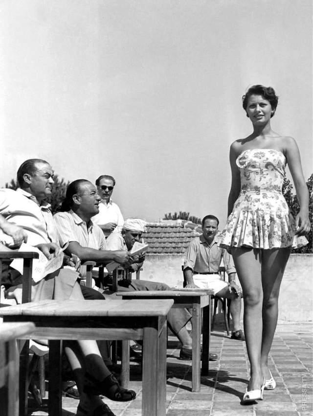 """Софи Лорен (1950-наст.вр.). В 1952 году итальянка заняла 2 место на конкурсе красоты """"Мисс Рим"""", выиграв себе путевку в карьеру мировой звезды."""
