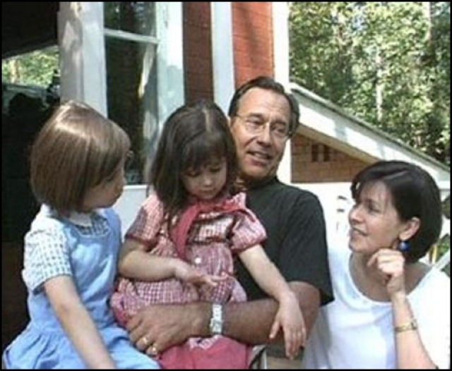 Андрей Кончаловский. Актер был женат на четвертой жене, когда познакомился с Юлией Высоцкой, которая была на 36 лет его моложе.
