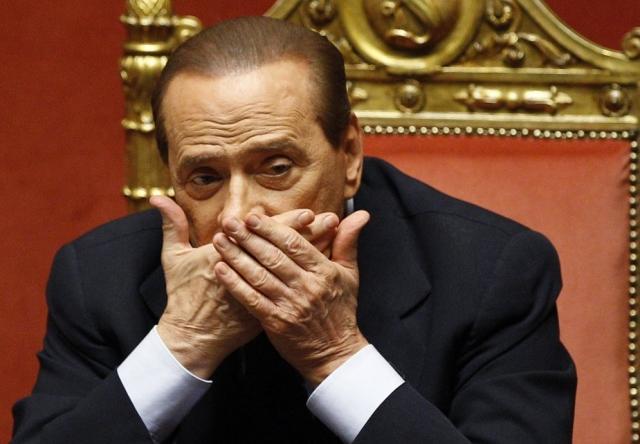 """В 2006 году итальянский премьер нанес оскорбление КНР высказыванием: """"Прочитайте черную книгу коммунизма и обнаружите, что при Мао в Китае не ели детей, а удобряли ими поля"""" . Позже он признал, что его шутка была """"сомнительной""""."""