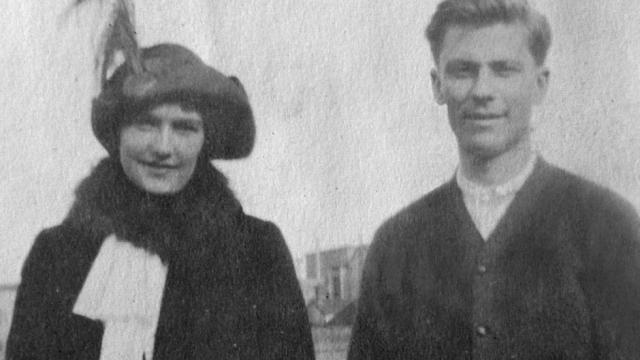 """Влюбленные уже готовы были навсегда попрощаться, когда глава компании """"Уайт Стар Лайн"""" Брюс Исмей лично предложил Беру место в лодке. Спустя год Карл и Хелен поженились, у них родились три сына и дочь."""