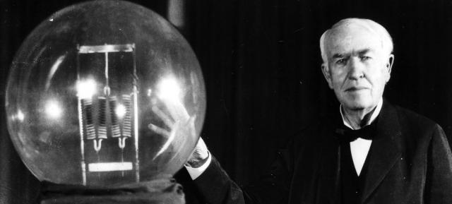 Кстати, оба ученых даже получили патенты на свои изобретения, но не старались заниматься его продвижением, тогда как Эдисон свою лампочку популяризировал всевозможными путями.