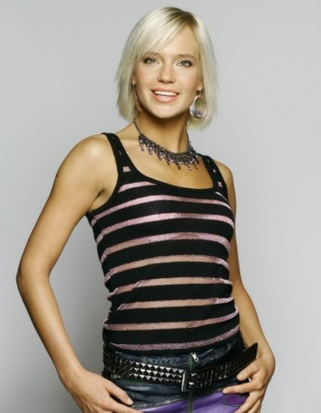 Наталья Ионова. Будущий эталон стиля и гостья модных показов когда-то выглядела не столь шикарно.