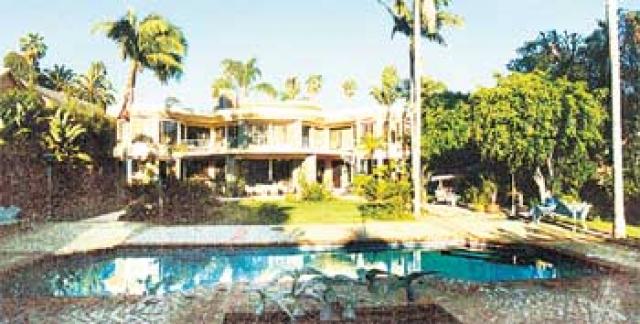 Актер Алексей Кравченко домом в США обзавелся несколько лет назад. Ему принадлежит особняк в стиле модерн в престижном районе Лос-Анджелеса - Брентвуд.