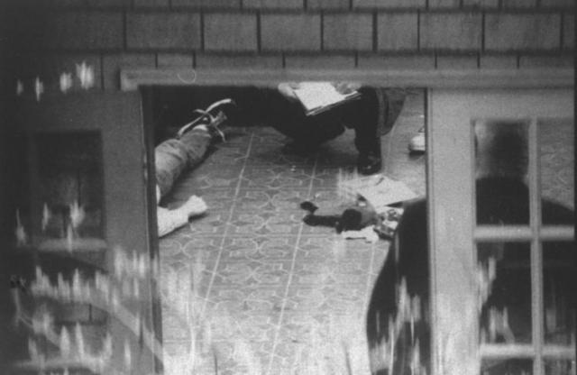 8 апреля 1994 года в дом Кобейна пришел электрик, чтобы установить систему безопасности, и обнаружил тело Курта.