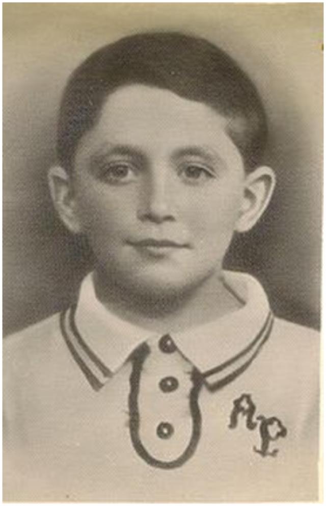 Абрам Пинкензон (Муся Пинкензон), 12 лет. Почему Муся? Потому что Абрам - Абрамуся - Муся. Мальчик родился в молдавском городе Бельцы, а в кубанский Усть-Лабинск переехал с семьей во время войны.