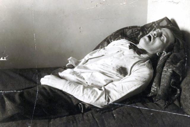 14 апреля 1930 года Маяковский выстрелил себе в грудь. Свидетелем этого самоубийства стала Вероника Полонская.