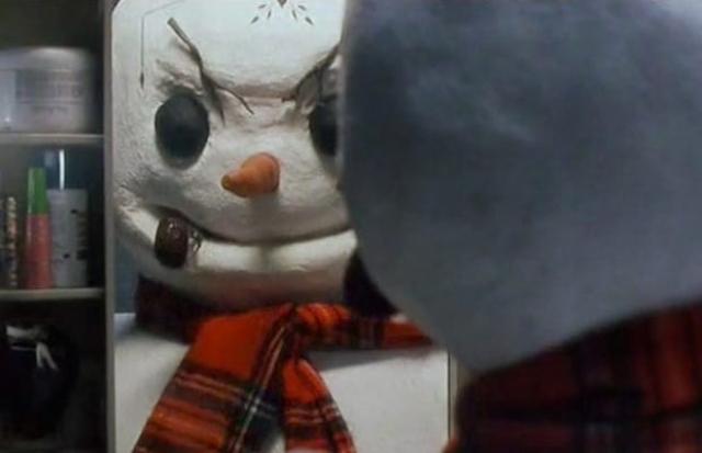 """Джек Фрост из фильма """"Снеговик"""" (1997). Маньяка-убийцу везли на казнь, когда попавший в аварию фургон, спровоцировал реакцию секретных химических веществ с его ДНК, после чего получившейся субстанцией заражается снег и в городе появляется Снеговик, продолжающий дело Джека Фроста…"""