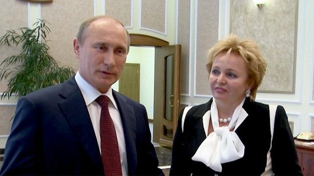 """6 июня 2013 года в интервью телеканалу """"Россия 24"""" Владимир и Людмила Путины объявили, что их брак фактически завершен по обоюдному решению."""