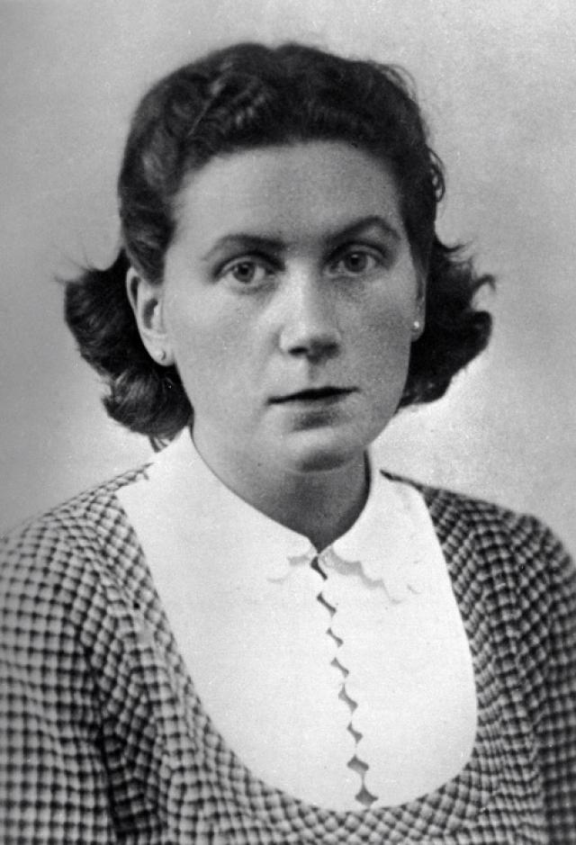 Светлана Аллилуева - филолог, дочь И. Сталина. Филолог, работала в Институте мировой литературы.