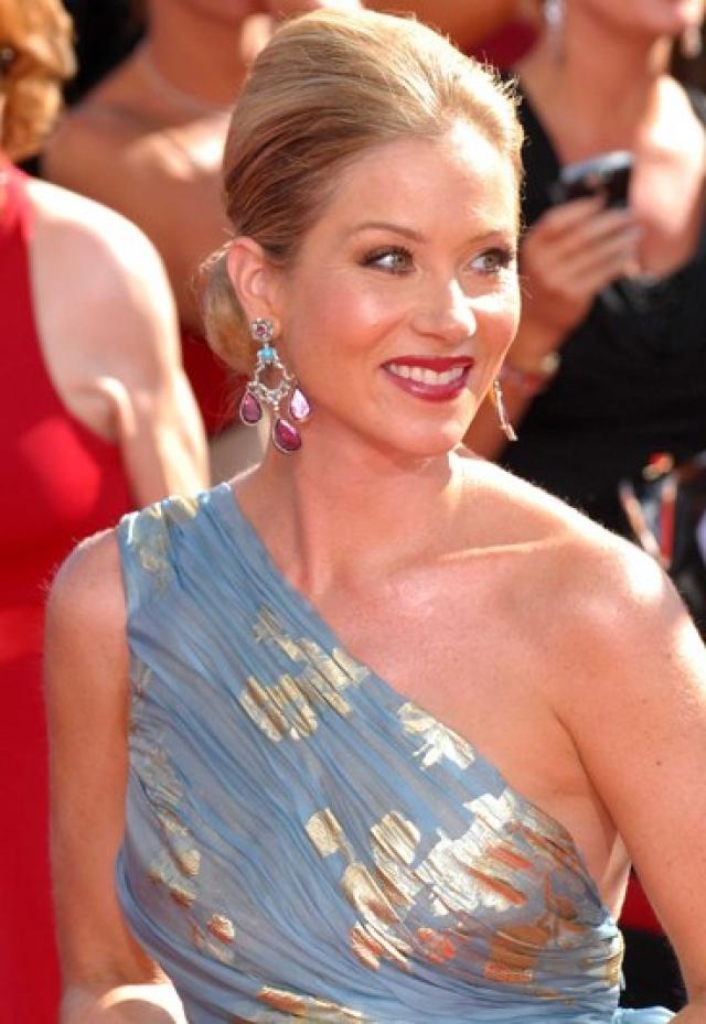 """Кристина Эпплгейт. Актриса, более всего известная по роли в сериале """"Женаты с детьми"""", не только победила рак молочной железы, который у нее обнаружили в 2008 году, но и родила после излечения своего первенца."""