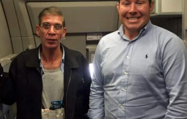 Пассажир самолета ради лайков решил попросить о селфи террориста, этот самый самолет захватившего. К счастью, мужчина попался сравнительно адекватный и вскоре сдался.