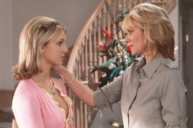 """Кэттролл была трижды замужем, но детей у нее так и не появилось. Что касается карьеры, то все свои награды и номинации звезда получила за """"Секс в большом городе"""". В кино она не снимается уже девять лет, но ее можно увидеть в сериалах """"Нежная кожа"""" и """"Свидетель обвинения"""". Мало кто помнит, но она когда-то сыграла роль в провальных """"Перекрестках"""" с Бритни Спирс."""
