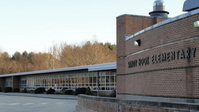 """Массовое убийство в начальной школе """"Сэнди-Хук"""" (убитых - 27, раненых - 2) - 14 декабря 2012 года."""
