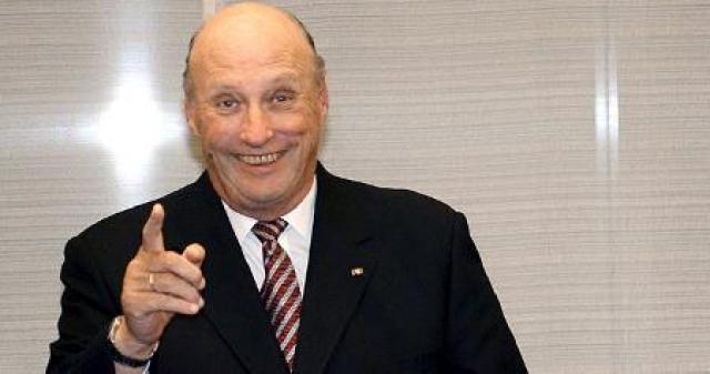 Харальд V. Увлекается парусным спортом и неоднократно участвовал в чемпионатах мира (золотая медаль в составе команды - 1987), Европы и Олимпийских играх, а в 1964 году нес норвежский флаг на Олимпийских играх в Токио.