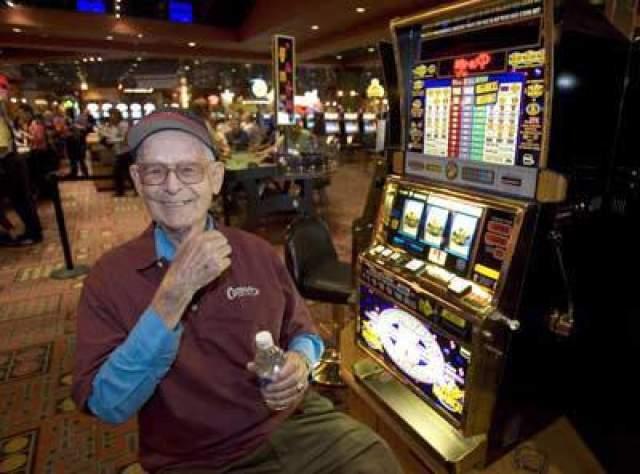 """Элмер Шервин, 21 млн долларов, Лас-Вегас, Невада, 2005 год. Шервин был, вероятно, самым счастливым человеком в Лас-Вегасе - двукратным победителем """"Мегабакс"""". В 1989 году он выиграл 4,6 млн долларов сразу после открытия """"Миража"""" на Лас-Вегас Стрип."""