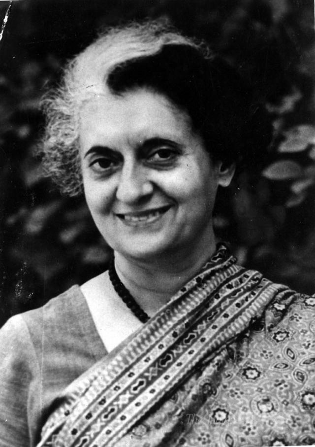 Индира Ганди. 31 октября 1984 года в Дели премьер-министр Индии была расстреляна из пистолета и автомата, когда, отправившись на телеинтервью, едва отошла от своей резиденции.