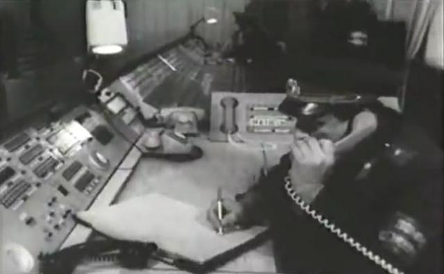 """На поиски брюнетов без верхней одежды с чёрными вьющимися волосами была ориентирована милиция на всех железнодорожных вокзалах и в аэропортах страны в направлении Закавказья. На границе Грузии и Армении в третьем вагоне поезда № 55 """"Москва — Ереван"""" был обнаружен черноволосый молодой человек в синих спортивных брюках (от того же костюма, что и синяя куртка), при нём не оказалось верхней одежды, документов и дорожных вещей."""