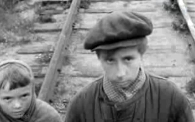 """Лия Ахеджакова в возрасте 30 лет сыграла мальчика Петю в кинофильме """"Возвращение"""" в 1968 году."""