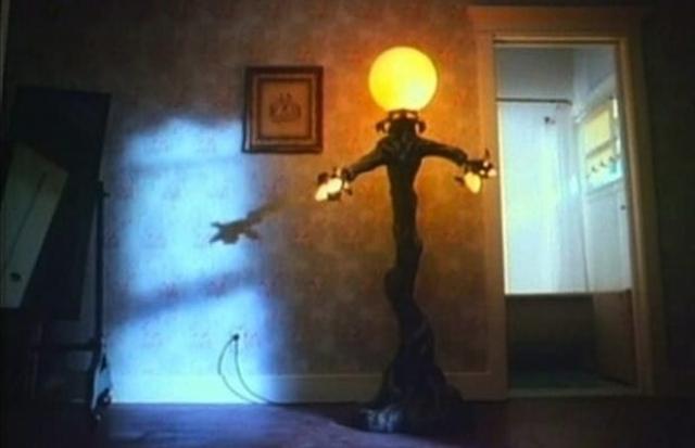 """Лампа в фильме """"Амитивилль 4: Зло спасается"""" (1989). Демоническая лампа, пожалуй, не нуждается в комментариях."""