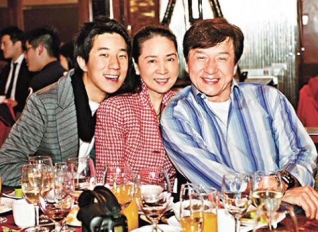 У пары есть сын Чан Цзумин - Джейси Чан.