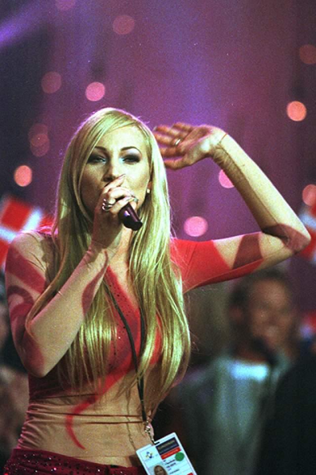 "Шарлотта Нильсон , Швеция (""Take Me to Your Heaven""), 1999 год"