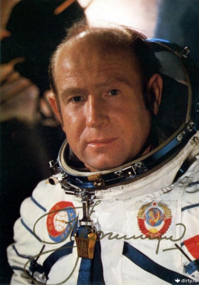 """После этого был в космосе еще один раз в 1975 году в качестве командира космического корабля """"Союз-19"""". Тогда впервые в мире была проведена стыковка кораблей двух разных стран по программе Союз-Аполлон."""