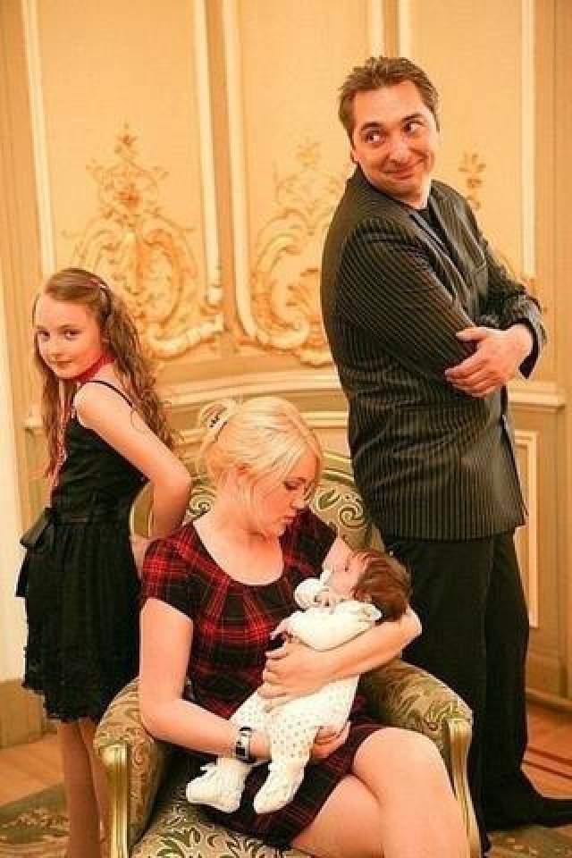 У 39-летнего музыканта остались дочь Саша и жена Ольга.