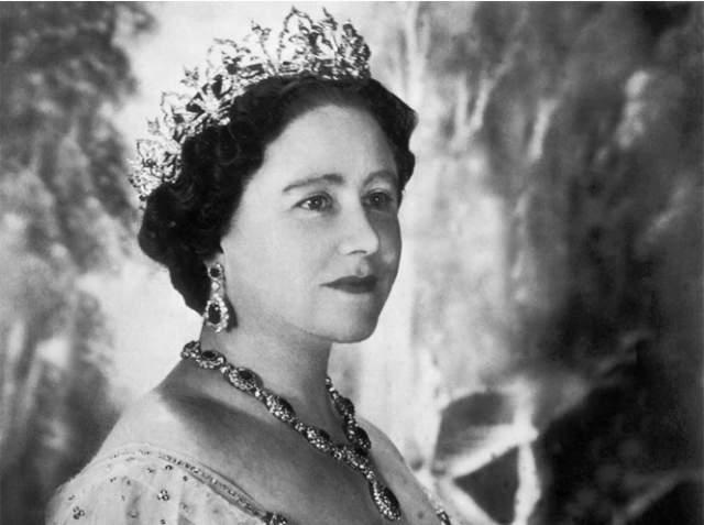 Елизавета Боуз-Лайон, 1900-2002. Супруга британского короля Георга IV и мать королевы Елизаветы II прожила 102 года.