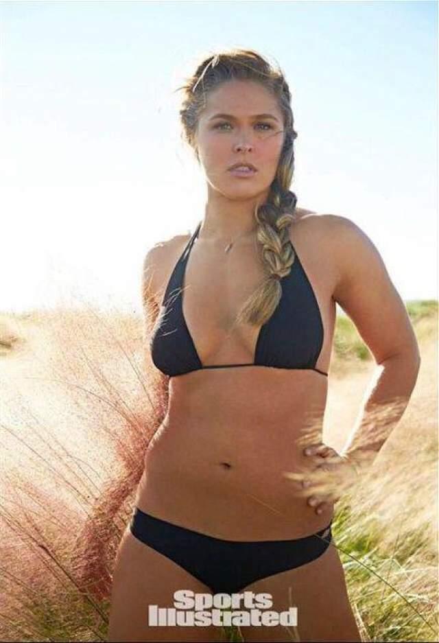 Ронда частенько снимается для журнала Sports Illustrated, успешно конкурируя с профессиональными моделями, 2015 год: