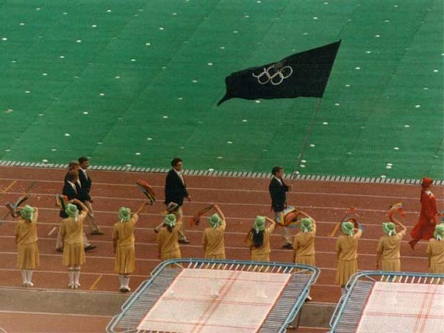 Крупнейшей командой Западной Европы стала команда Италии. На церемонии открытия и закрытия Олимпиады 14 команд (Австралия, Андорра, Бельгия, Великобритания, Нидерланды, Дания, Ирландия, Италия, Люксембург, Португалия, Пуэрто-Рико, Сан-Марино, Франция и Швейцария) шли не под национальными флагами, а под флагом МОК.