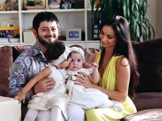 В 2007 году Михаил женился, у них с супругой Викторией две дочери, Эстелла и Элина.